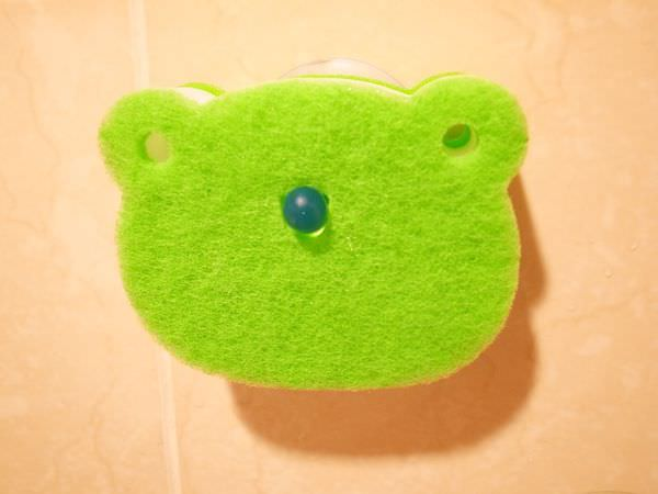 Daiso大創好物-大創浴室小物-海綿-刷子-掛勾-刮刀-消臭貼-青蛙海綿-粉撲清潔劑-女性生理清潔劑 (65)