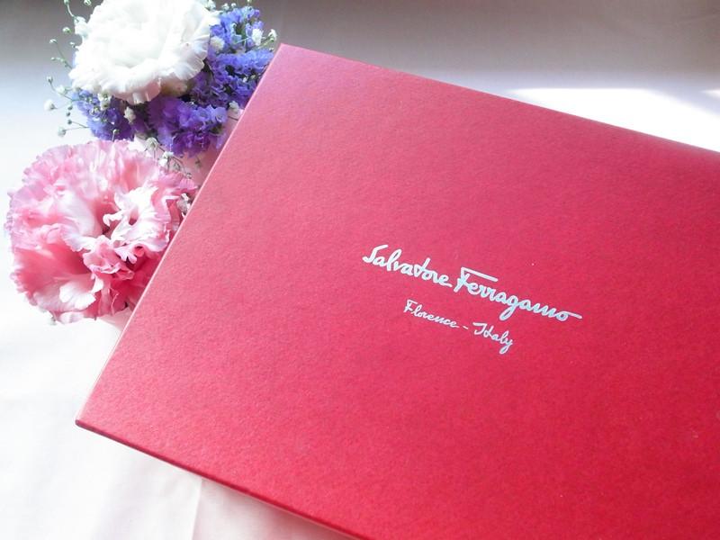 Wedding-Wngagement-訂婚六禮-衣服禮頭尾禮-氣質Salvatore Ferragamo粉紅側背經典款蝴蝶結小包-喜氣洋洋 (53)